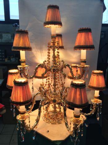 Imperini su lampada da tavolo